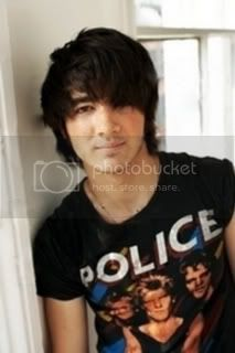 http://i344.photobucket.com/albums/p328/JonasBrothersFanTillDeath/Kevin.jpg